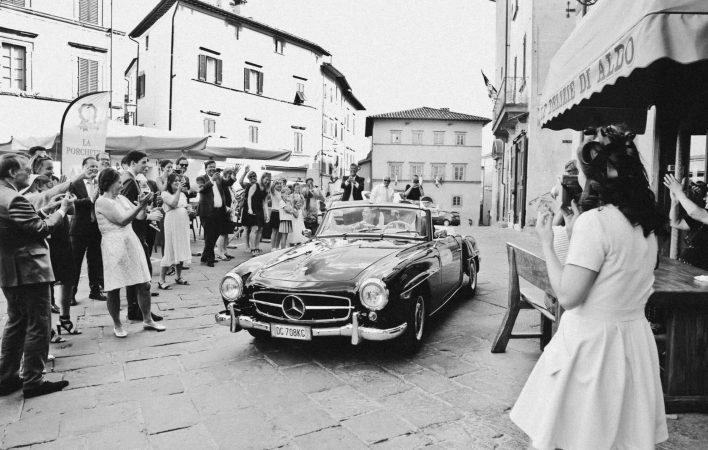 bride and groom leaving for the reception at casa cornacchi