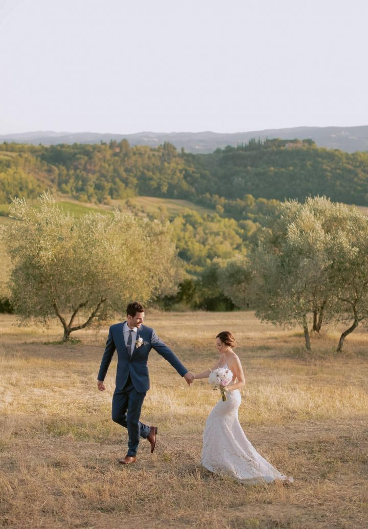 couple portrait in the tuscan countryside